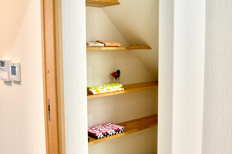 階段下を使いやすく有効活用